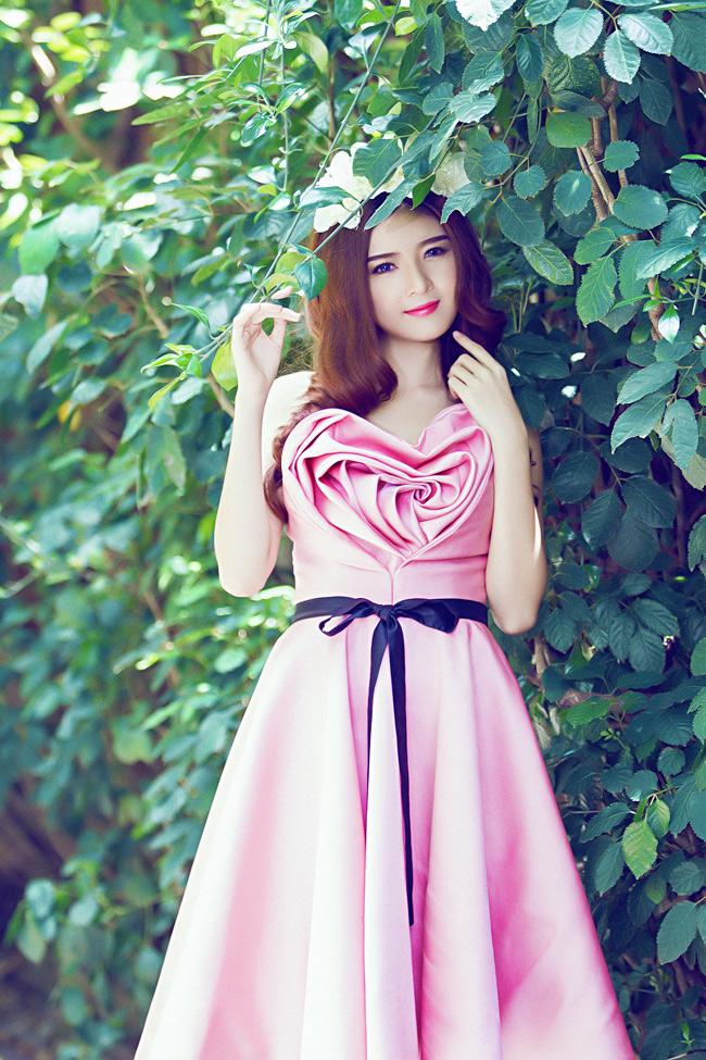 Váy đầm xòe ngắn hút hồn của Búp bê Sài Thánh Lilly Luta